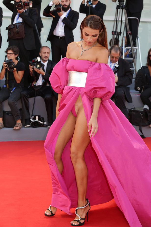 Giulia Salemi legs   Naked body parts of celebrities