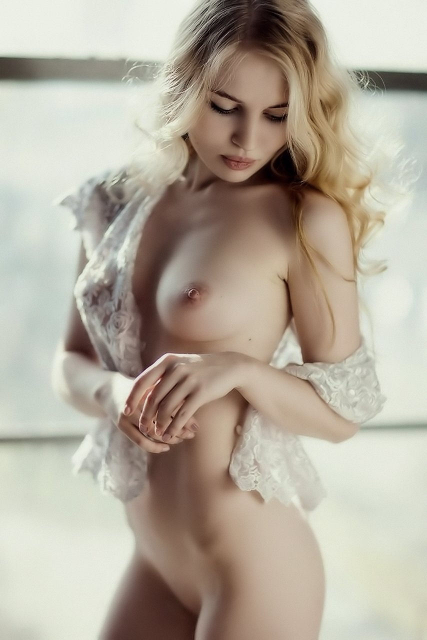 Shown nude to her girlfriends contract