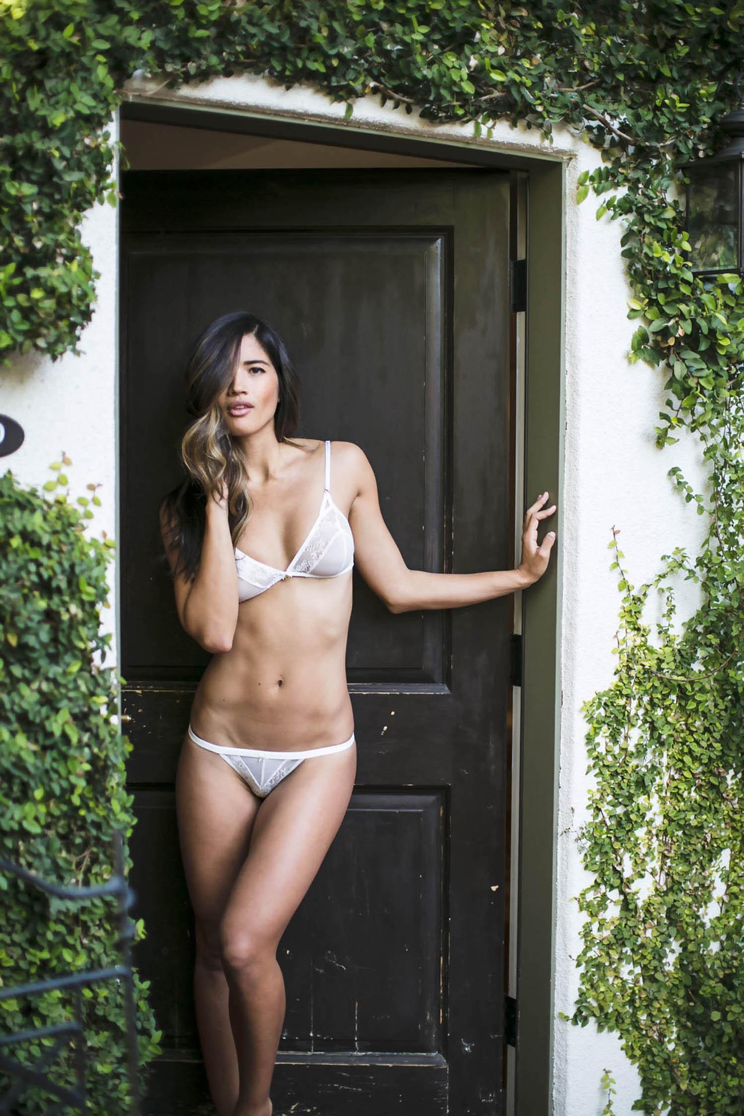 Laura Ponticorvo legs | Naked body parts of celebrities