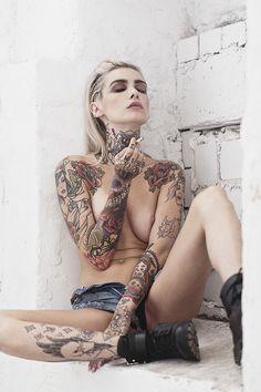 Valentina Belleza  nackt
