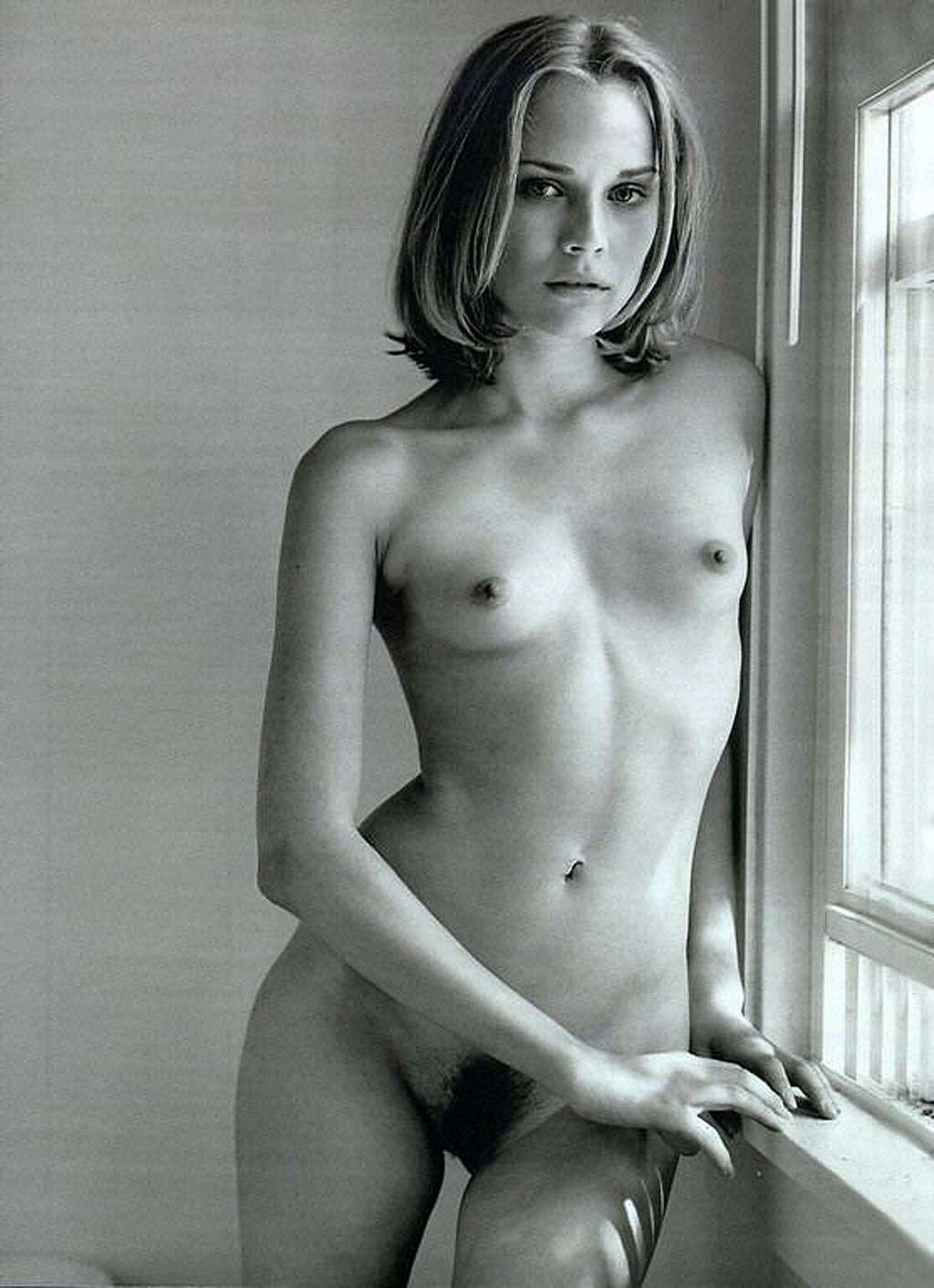 Zoe Hardman  nackt
